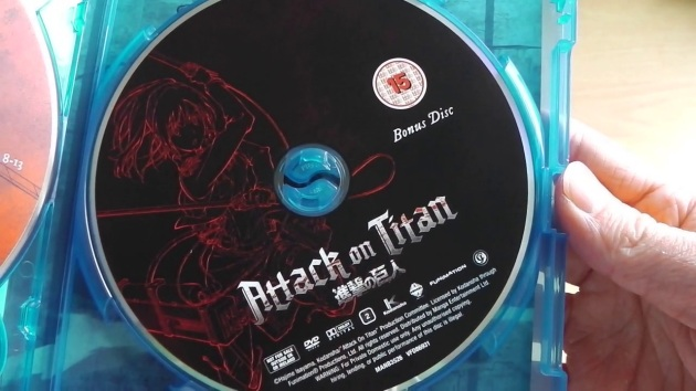 attack_on_titan_part1_collectors_bluray_uk_unboxing_disc