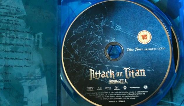 attack-on-titan-season1-unboxing-disc